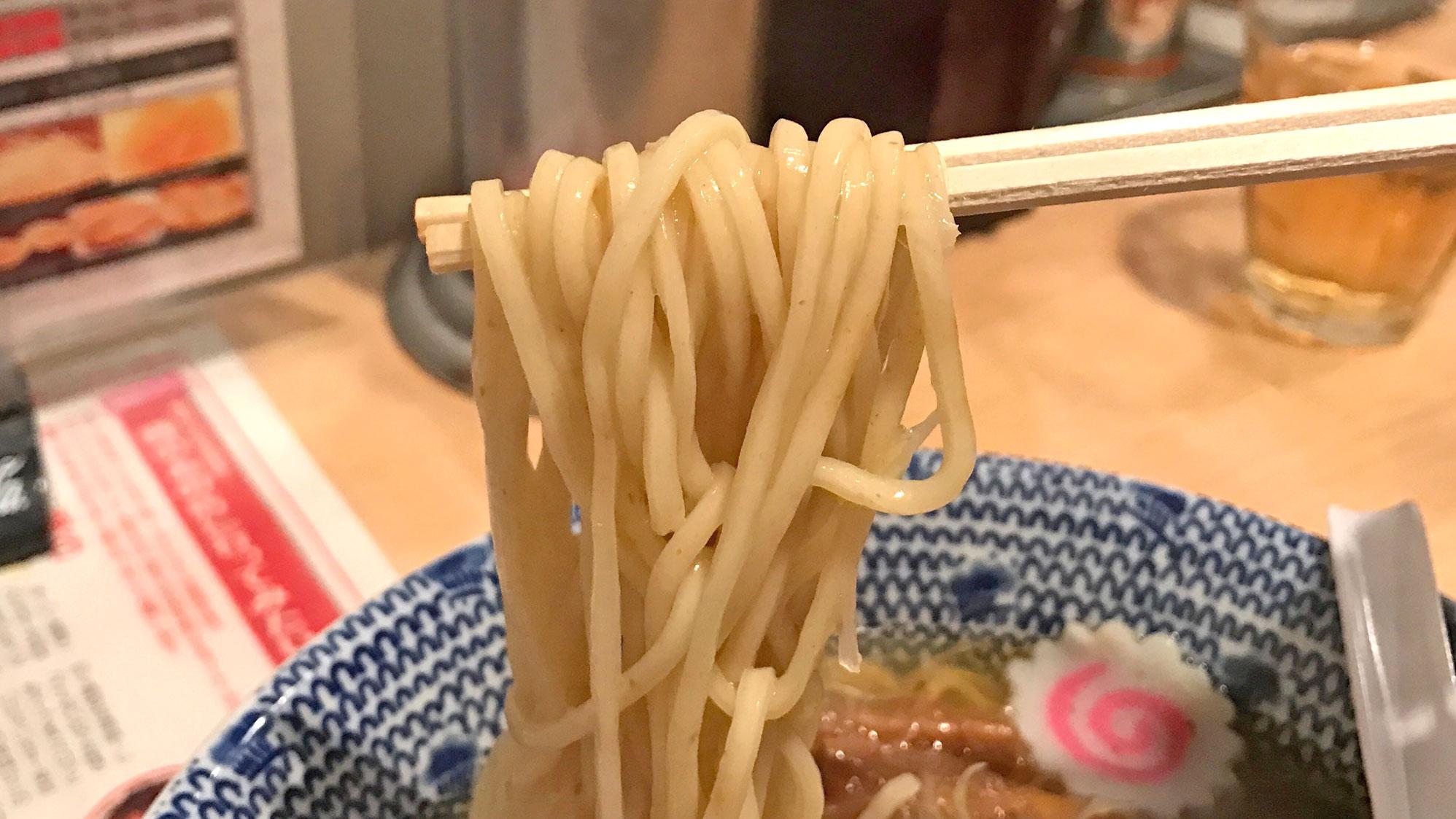 鬼塩ラーメンの麺