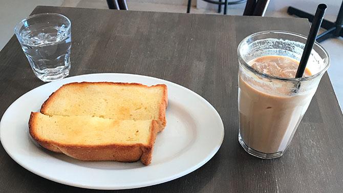 シュガートーストとカフェラテ