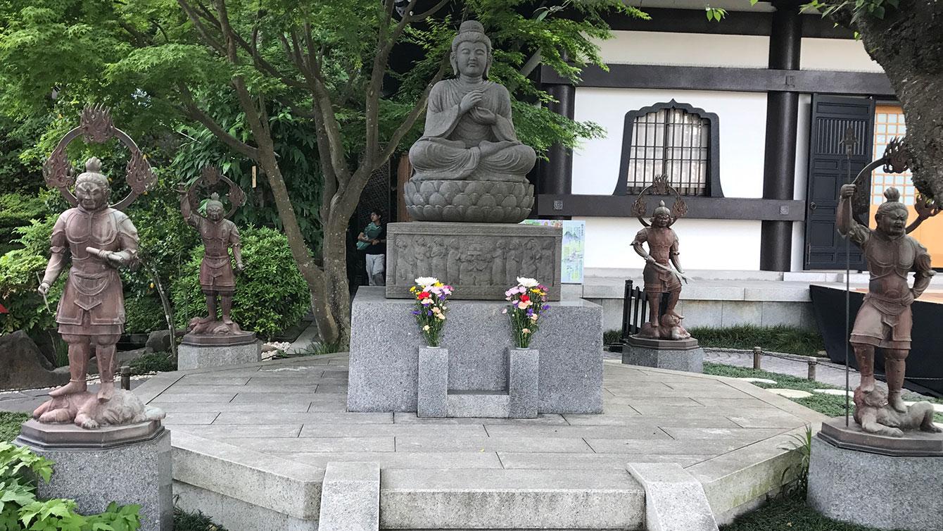 石造釈迦如来坐像并四天王像