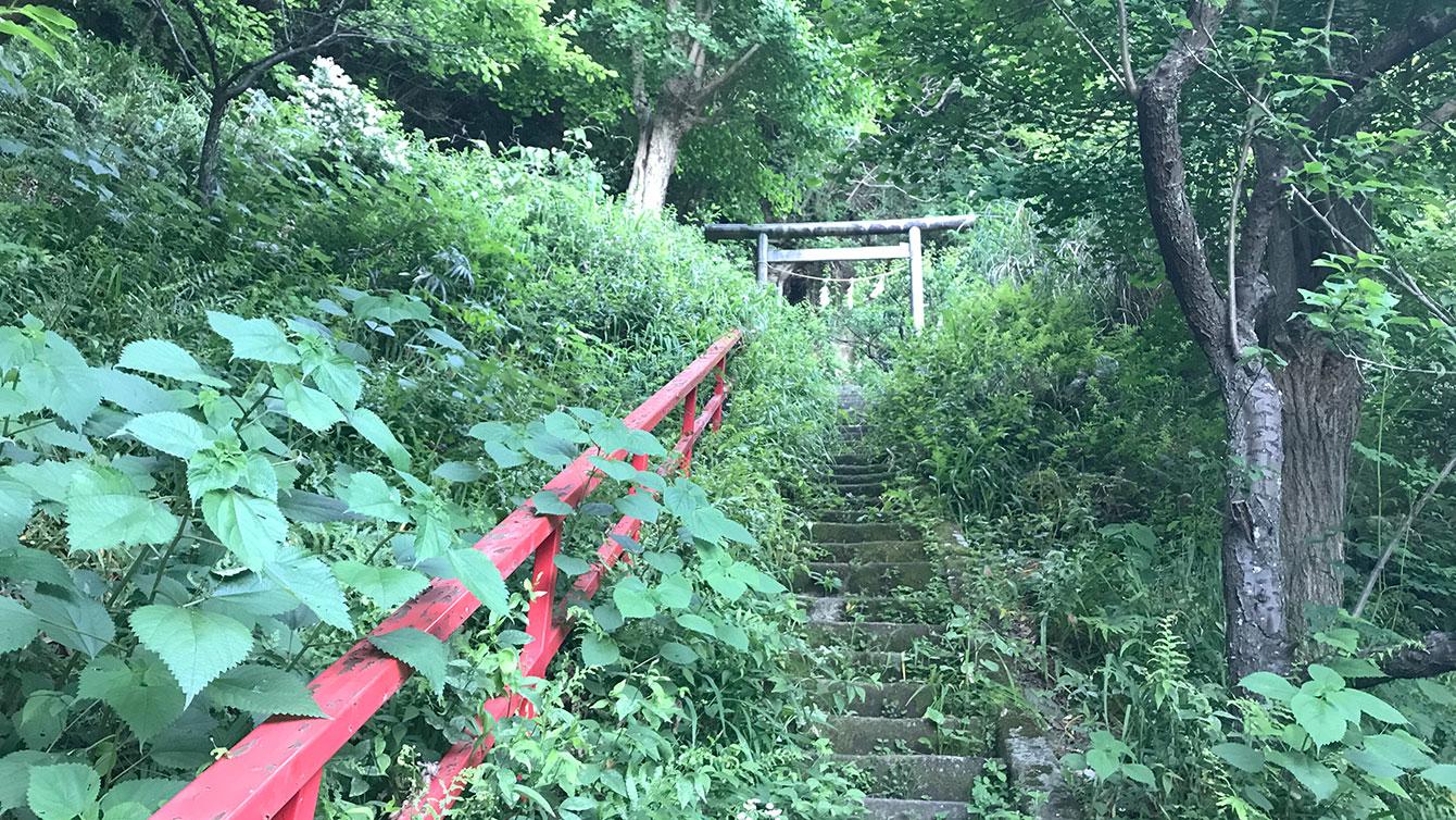 青梅聖天社の階段