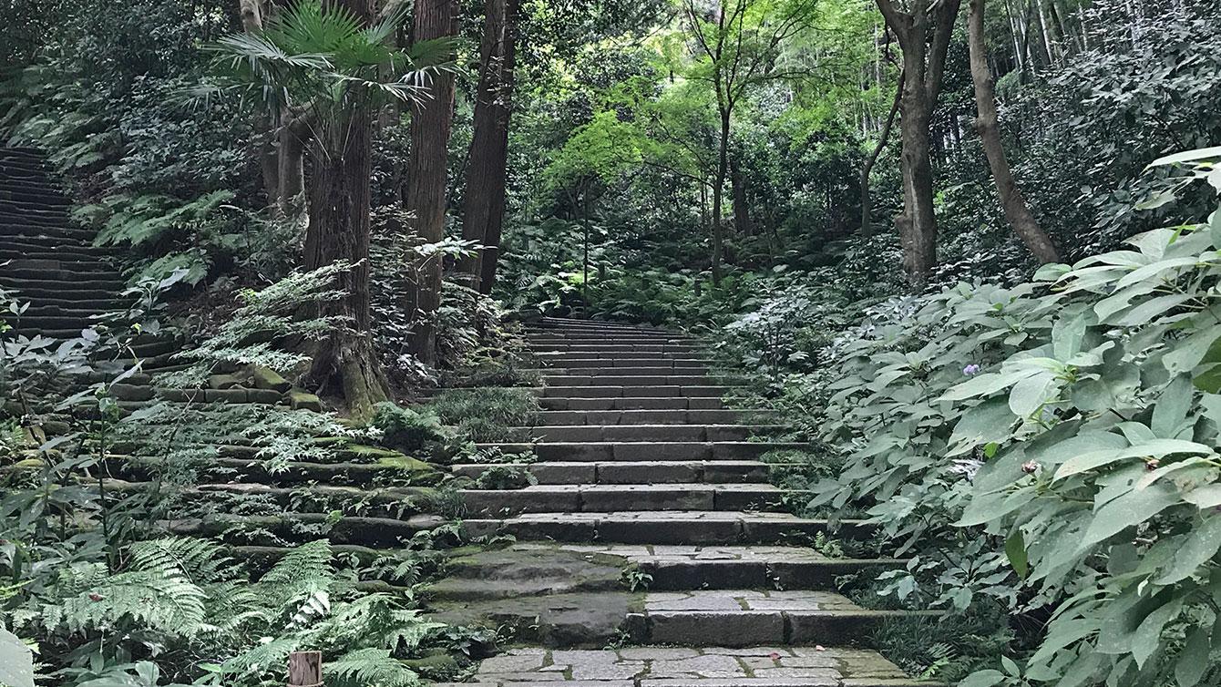 瑞泉寺の石階段