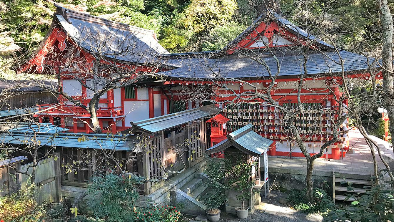 荏柄天神社の本殿を横から